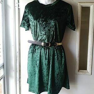 Dresses & Skirts - Emerald green velvet- like dress/tunic